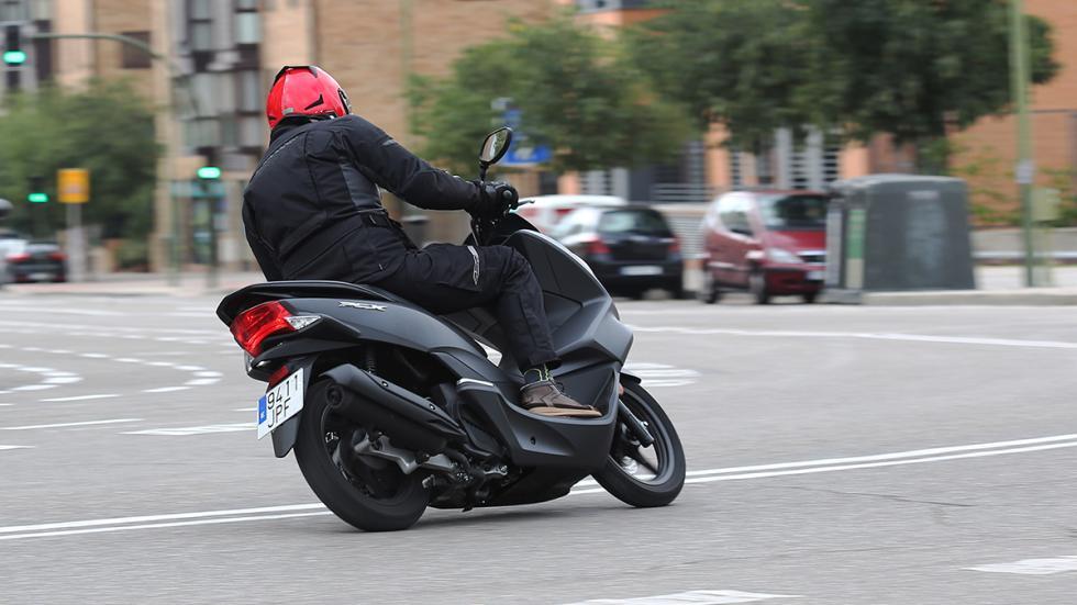 Prueba-Honda-PCX-125-acción-curva
