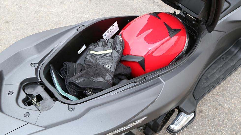 Prueba-Honda-PCX-125-maletero-abierto