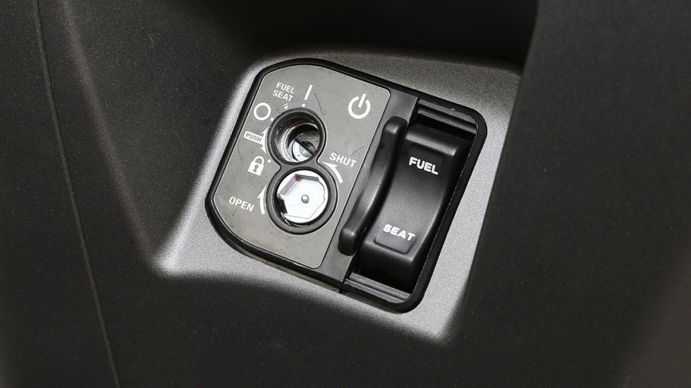 Prueba-Honda-PCX-125-cerradura-botón