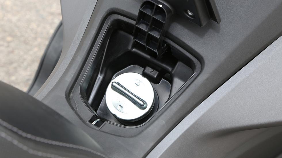 Prueba-Honda-PCX-125-toma-llenado-gasolina