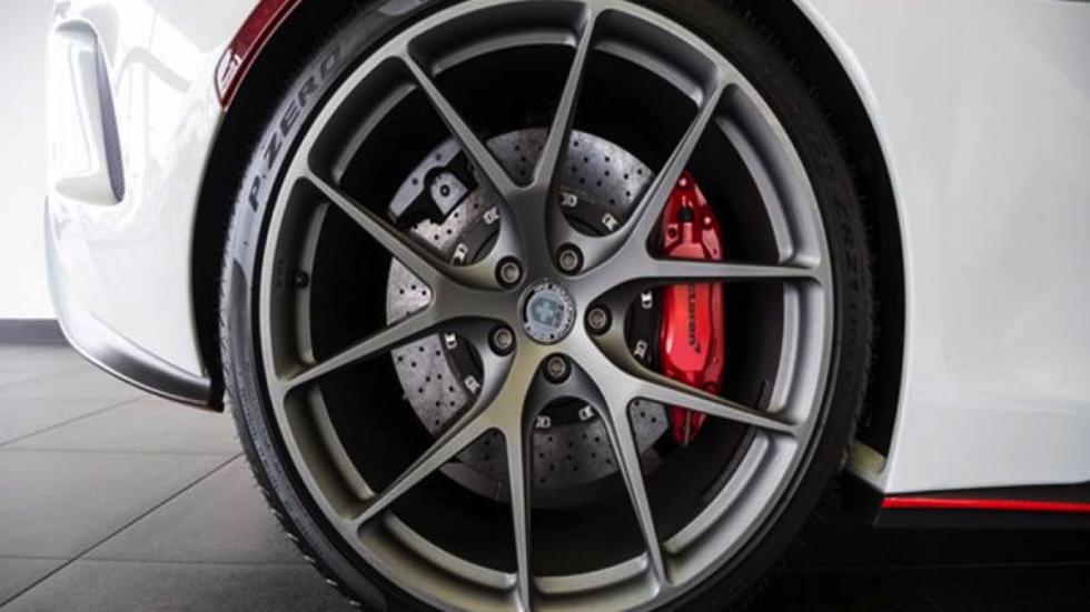 McLaren 675LT rueda