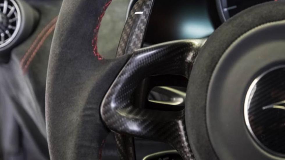 McLaren 675LT detalle volante