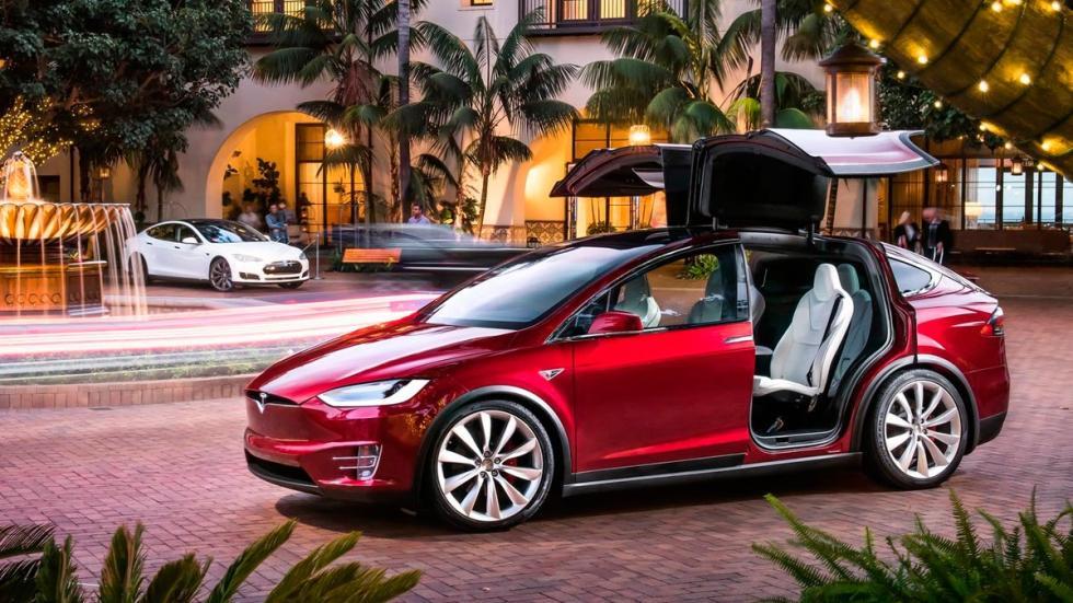 Tesla Model X rojo puertas coches eléctricos SUV autonomía