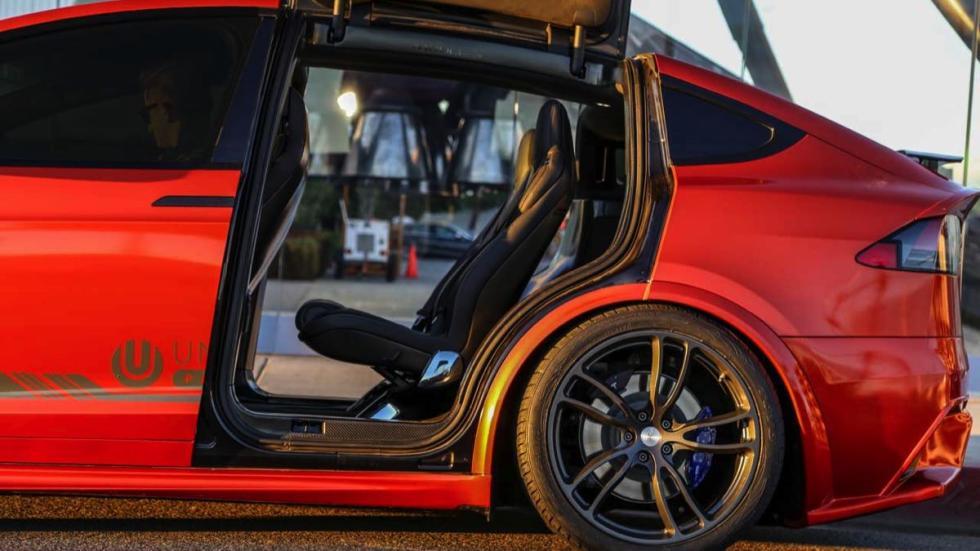 Unplugged Performance Model X asientos traseros