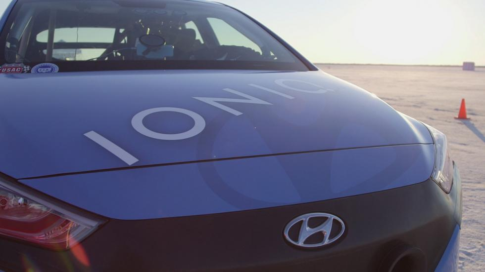Hyundai Ioniq Hybrid récord velocidad capó
