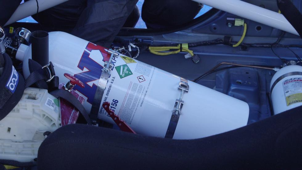 Hyundai Ioniq Hybrid récord velocidad óxido nitroso botella