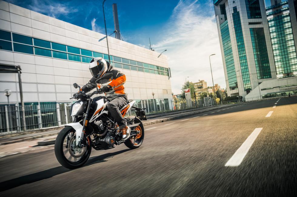 KTM-250-Duke-2017-2