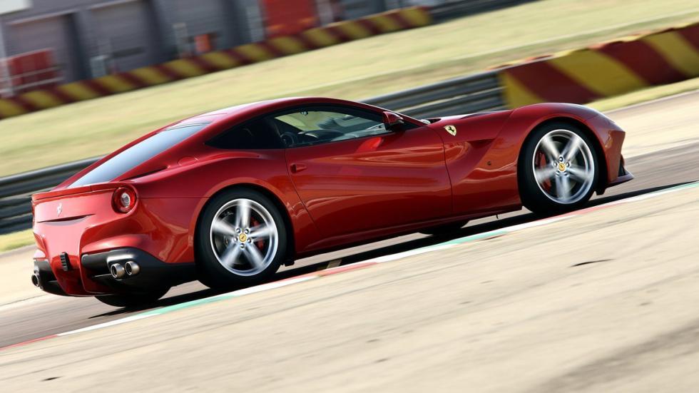 auténticos-muscle-car-no-vienen-estados-unidos-Ferrari-F12berlinetta-zaga