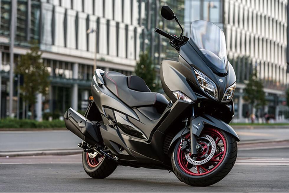 Suzuki-Burgman-400-2017-1
