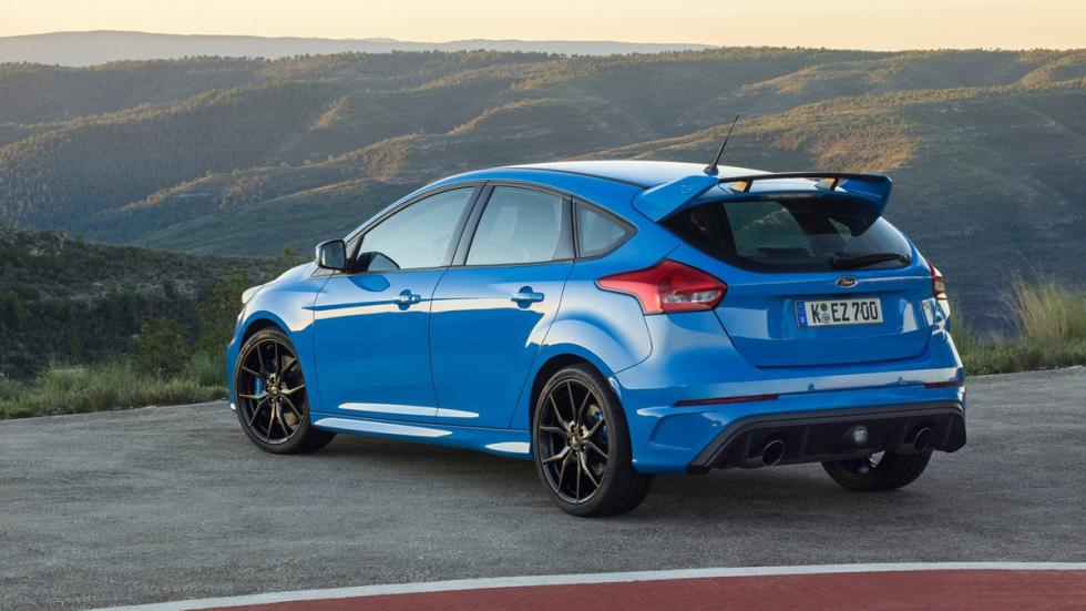 coches-ir-trabajo-divertido-Ford-Focus-RS-zaga