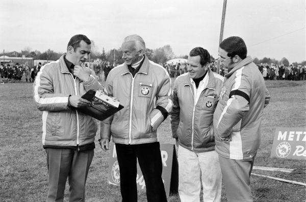 Paul Rosche y Alex von Falkenhausen en Flughafenrennen Neubiberg (1970).
