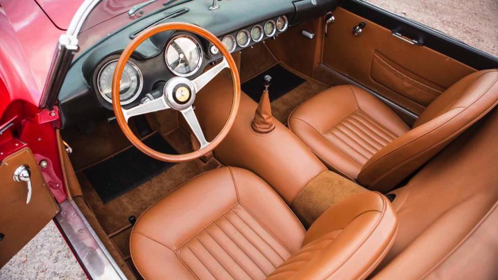 Ferrari 250 GT California Spider asientos