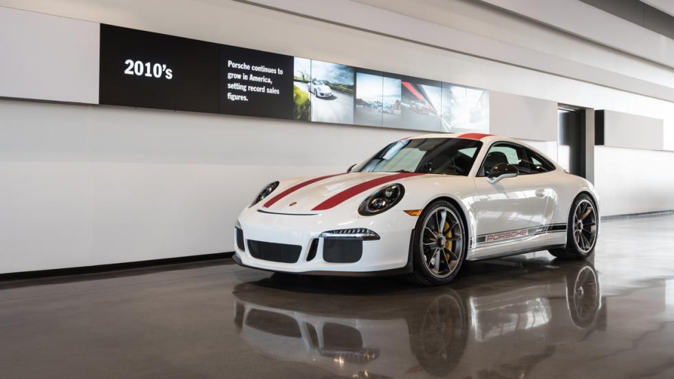 Porsche Experience Center LA exposición