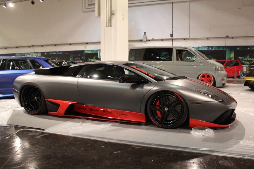 Lamborghini Murciélago LP640. Carrocería rebajada, suspensión neumática.