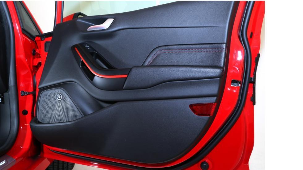 Nuevo-Ford-Fiesta-2017-interior-puerta