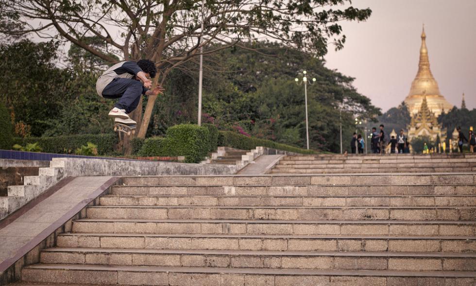 volando birmania skate redbull
