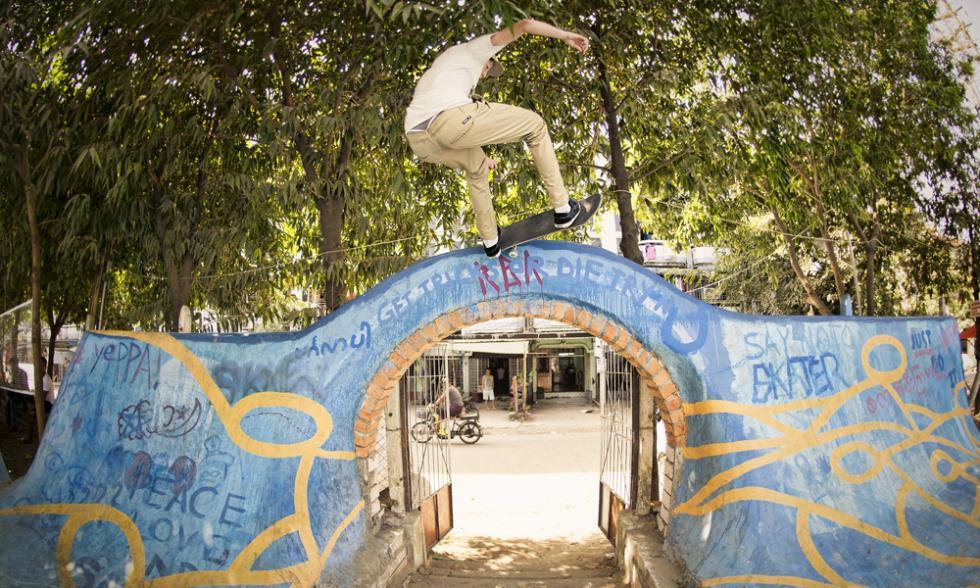 volando birmania skateboarding