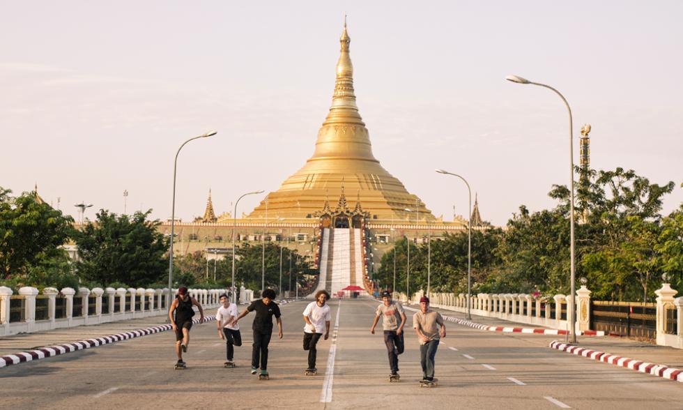 volando birmania skate sobre
