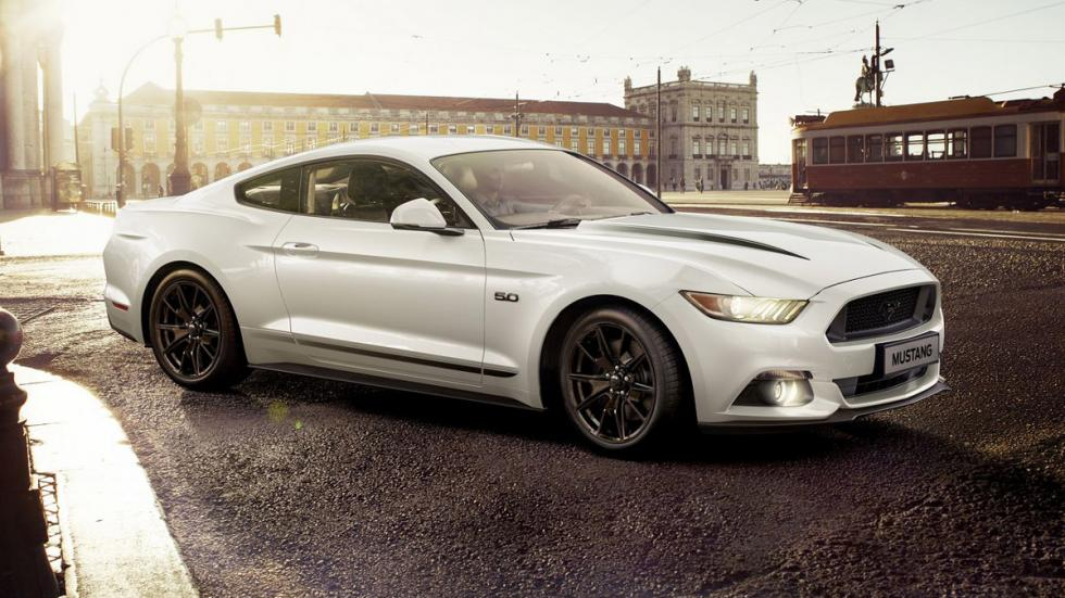 Ford Mustang Black Shadow Edition blanco