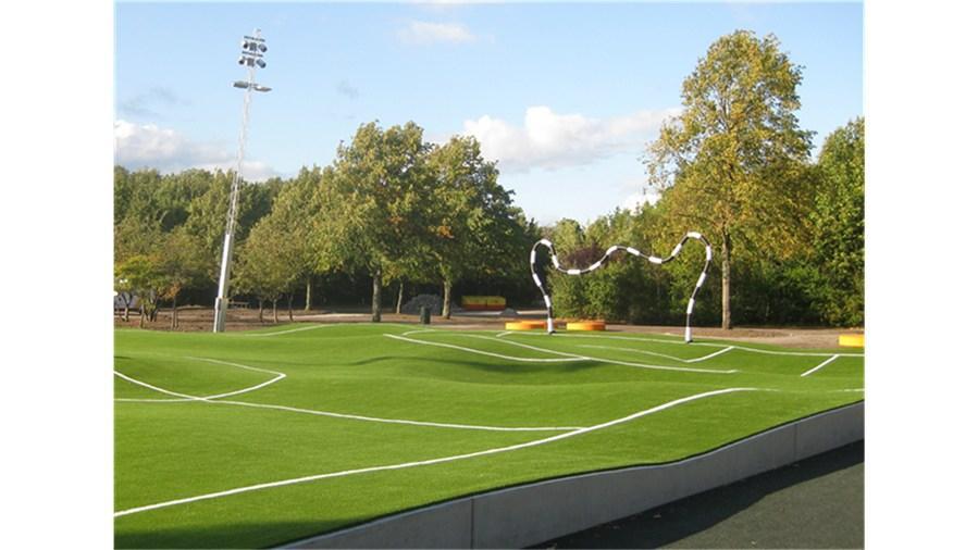 Campo 'Puckelboll', obra del artista Johan Ferner (Estocolmo)