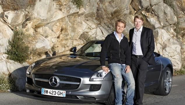 Rosberg, Hakkinen, y el Mercedes SLS.