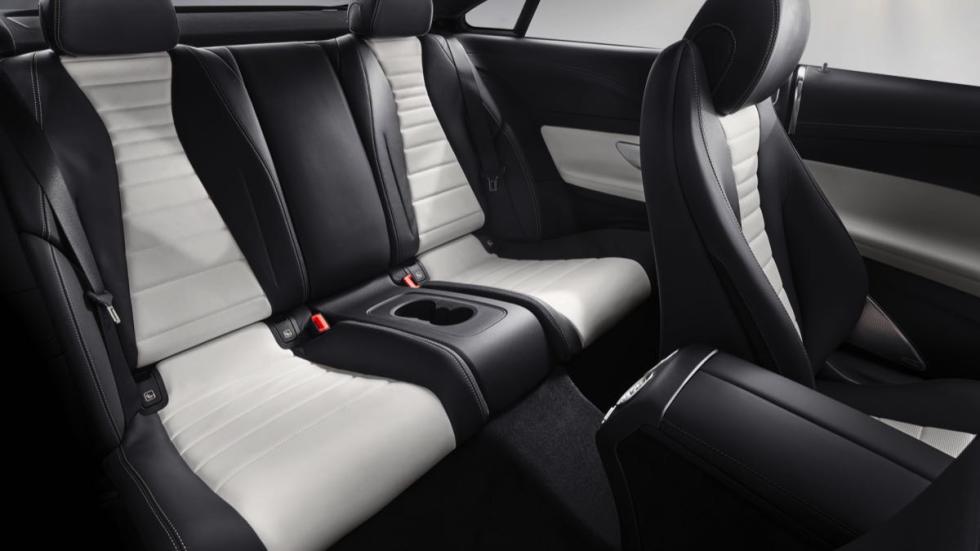 Mercedes Clase E Coupé 2017 asientos traseros