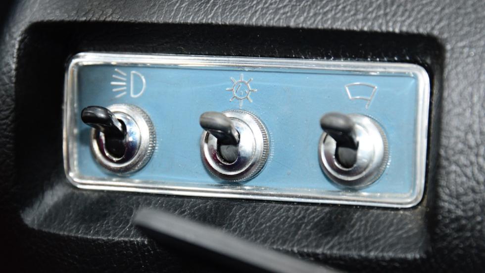 Seat-850-D-botonería