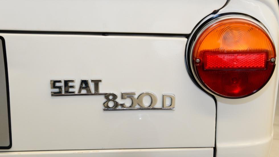 Seat-850-D-logo-trasero-piloto