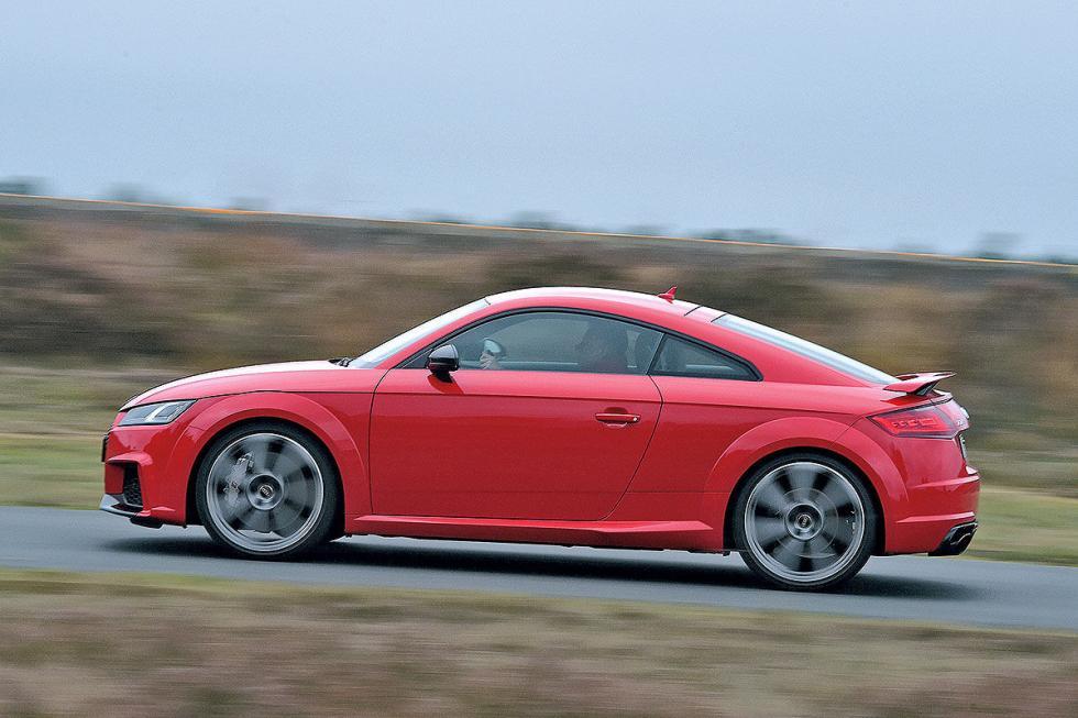 Duelo salvaje: Audi TT RS vs Chevrolet Corvette Stingray