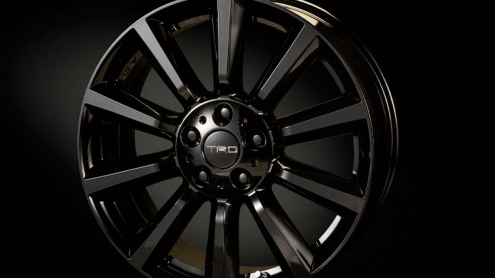 Toyota C-HR TRD llanta negra