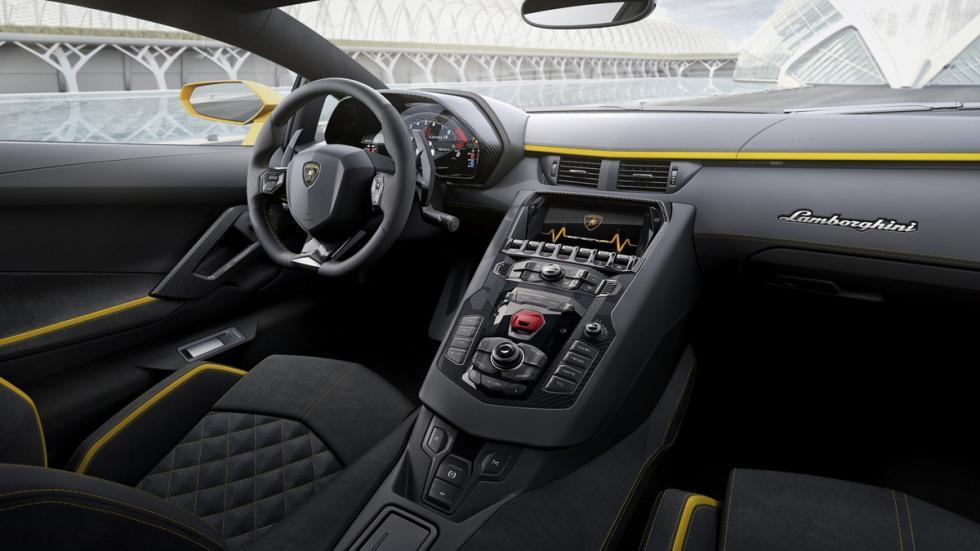 Lamborghini Aventador S interior