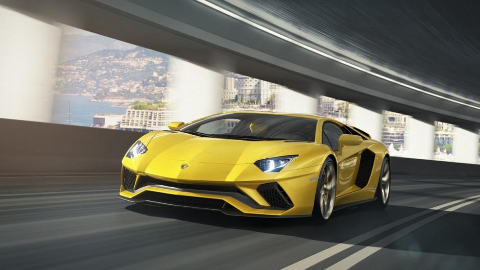 Lamborghini Aventador S tres cuartos delantera movimiento