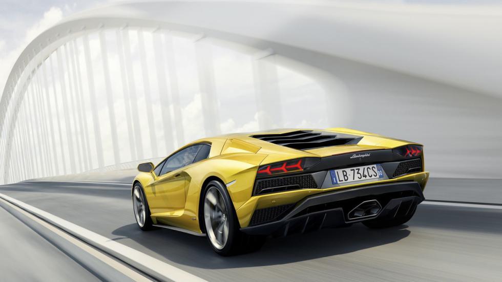 Lamborghini Aventador S trasera