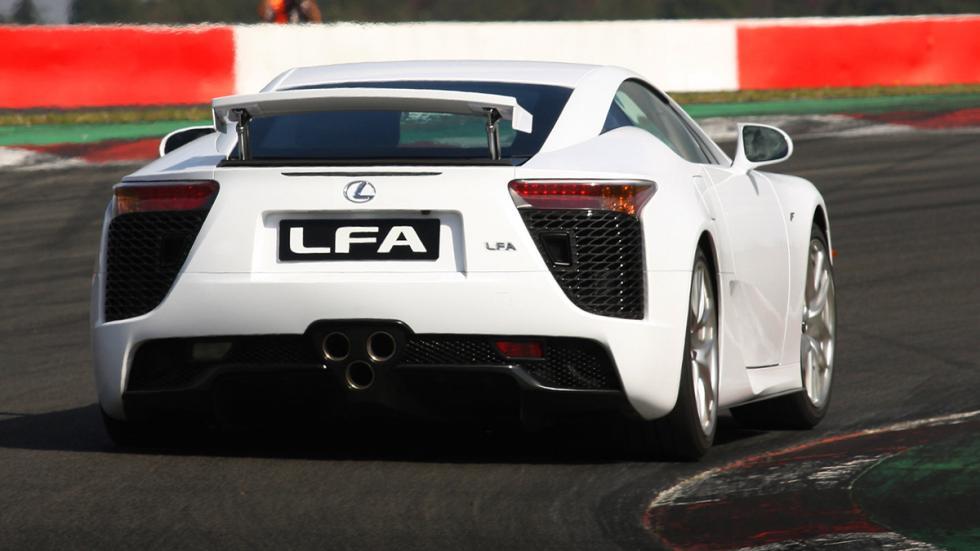 identifica-coches-volante-Lexus-LFA-trasera