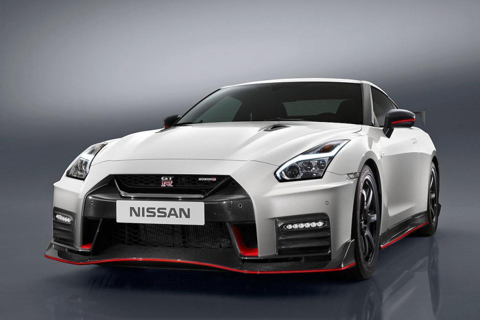 Facelift del Nissan GT-R Nismo. En 2017. Estrena frontal. Mantiene el V6 biturbo