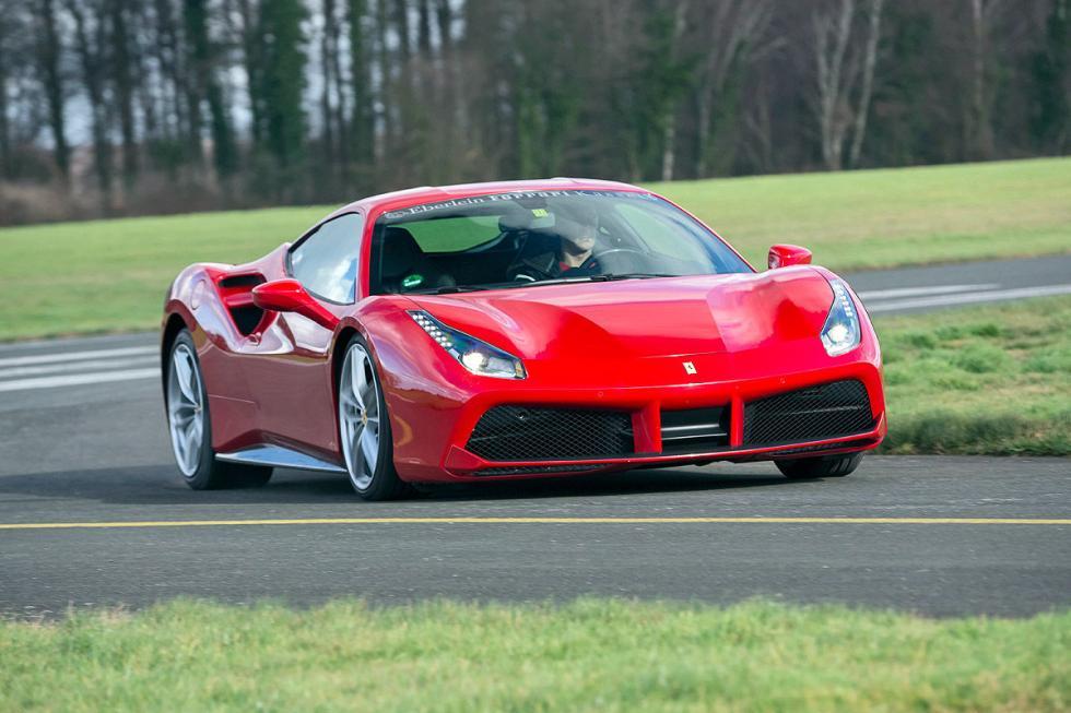 Ferrari 488 GTB Speciale. En 2017. Cristales más delgados y un nuevo escape Tita