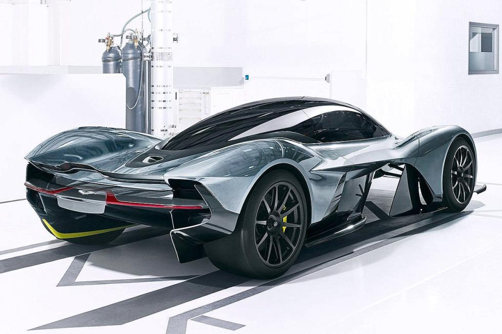 Aston Martin AM-RB 001. Volvemos dos años atrás, a 2018. Pero con un final espec