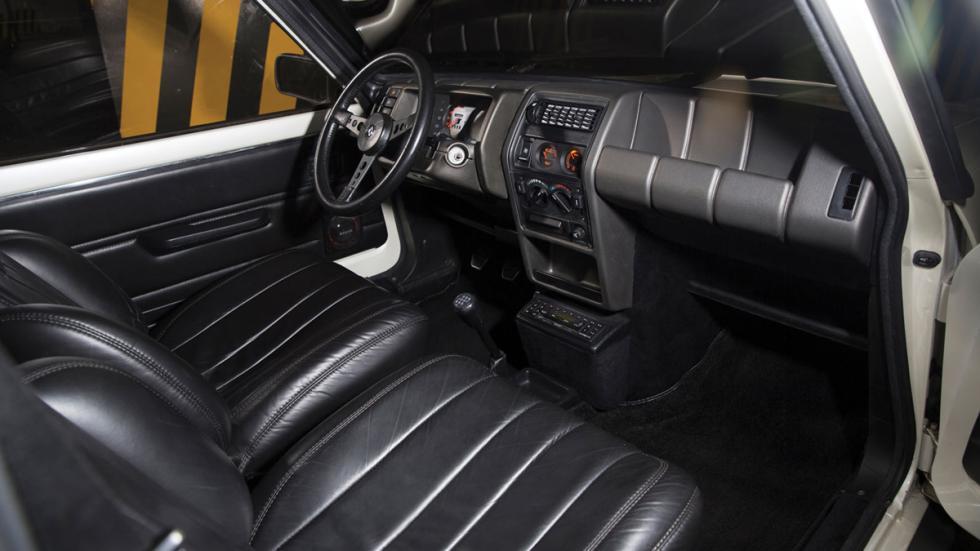 Renault 5 Turbo II habitáculo