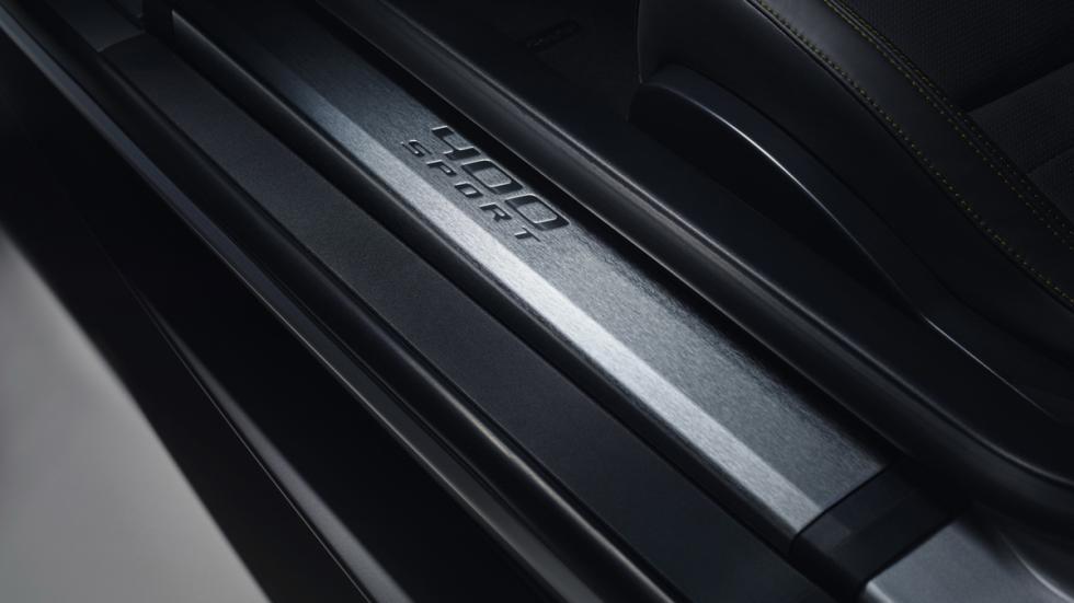 Jaguar F-Type 400 Sport umbral puerta