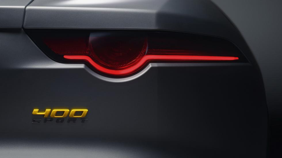 Jaguar F-Type 400 Sport detalle logo piloto