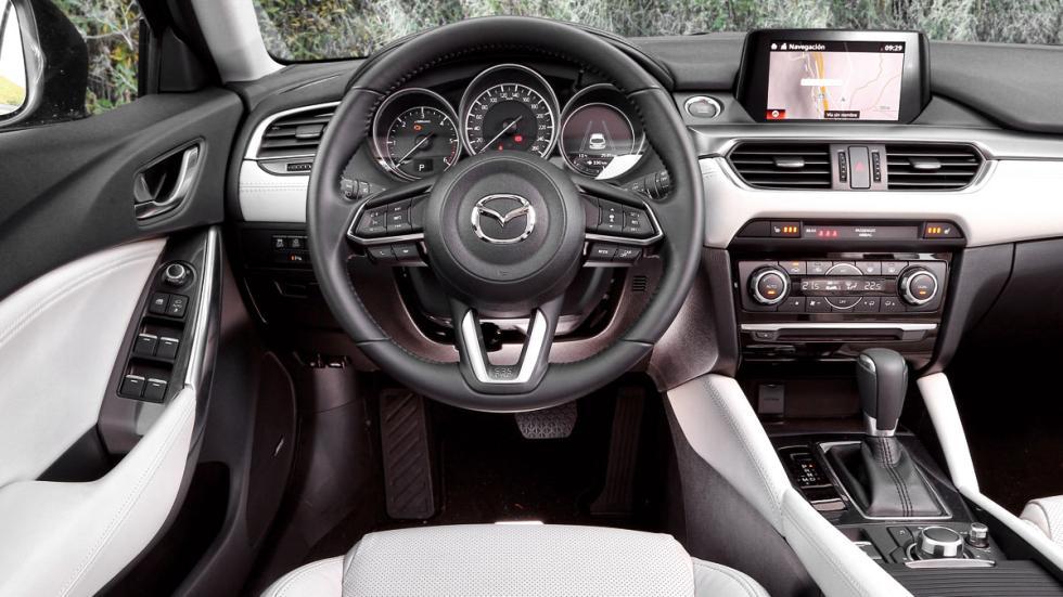 Comparativa Mazda 6 Wagon habitáculo