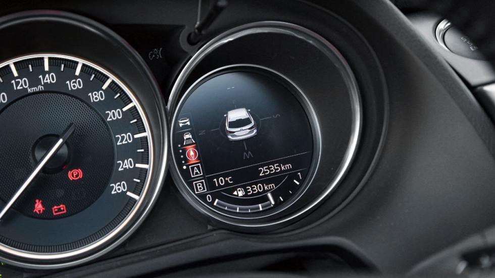 Comparativa Mazda 6 Wagon detalle cuentakilómetros
