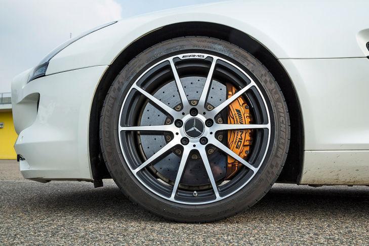 Wiesmann GT MF5/Nissan GT-R/Audi R8 V10 plus/MB SLS AMG GT
