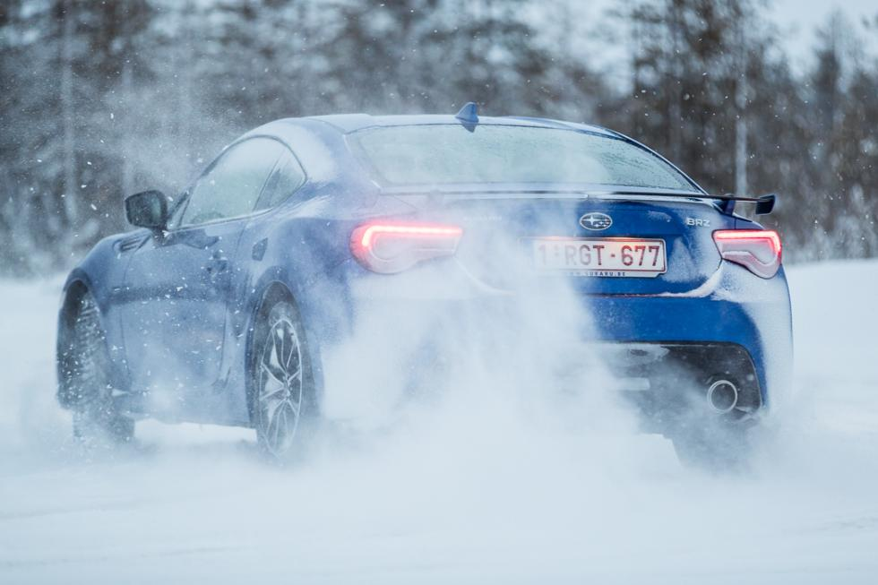 Subaru BRZ 2017 drifting hielo
