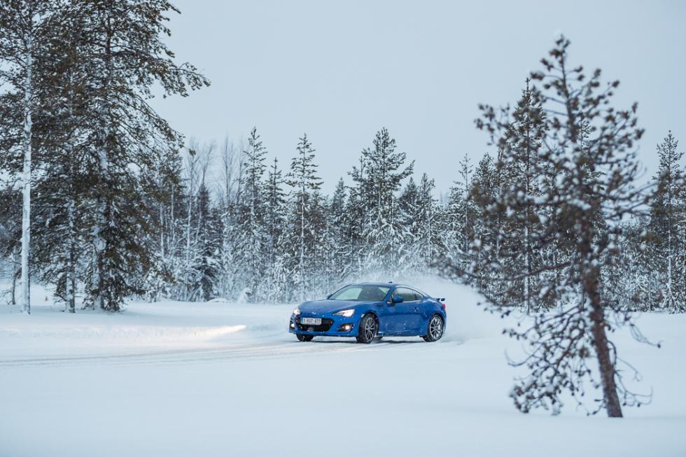 Subaru BRZ 2017 drifting nieve