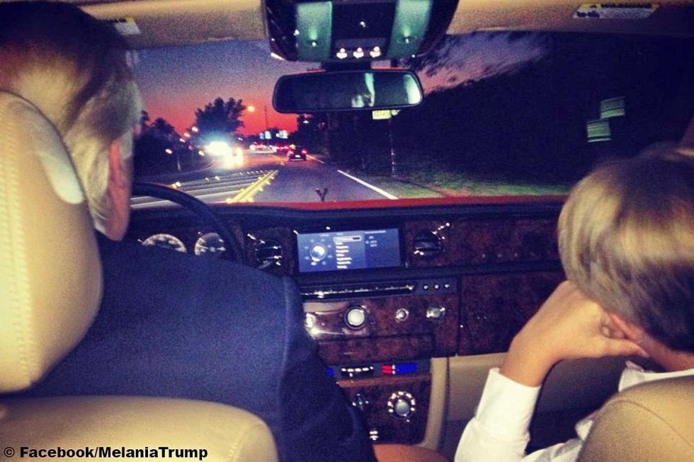 Melania Trump conduce encantada su Rolls-Royce Phantom, aunque en esta foto va e