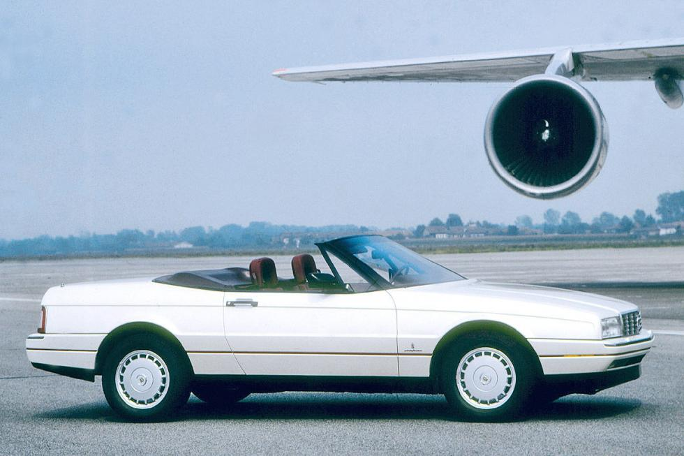 También tiene un  Cadillac Allanté de 1987.