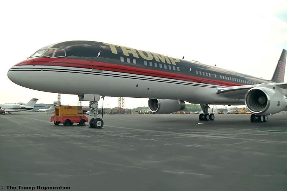 No solo viaja por carretera. El avión privado de Trump es un Boeing 757...