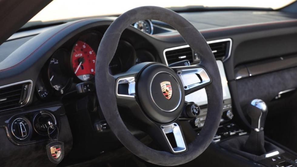 Porsche 911 Carrera GTS Cabriolet 2017 interior