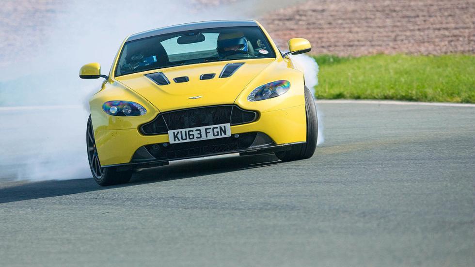 20: Aston Martin V12 Vantage S.  0-200 km/h: 12,5 s.